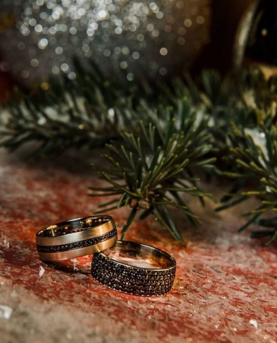 johnsonsjewelers-uncommon-brass-looking-textured-his-her-wedding-bands